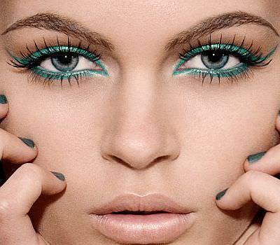 como usar lapices de colores como delineador de ojos