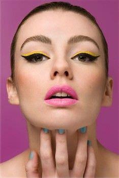 Cmo crear el estilo de maquillaje Ojos de gato Expertos de Belleza