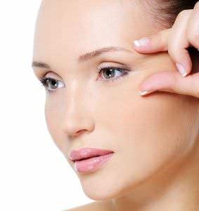 7 Consejos para Evitar las Arrugas Alrededor de los Ojos