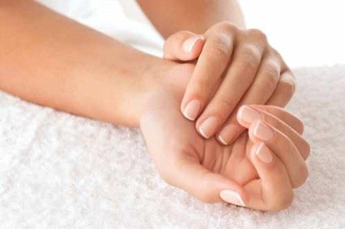 10 Consejos para Prevenir y Reparar las Unas Quebradizas Secas y Debiles